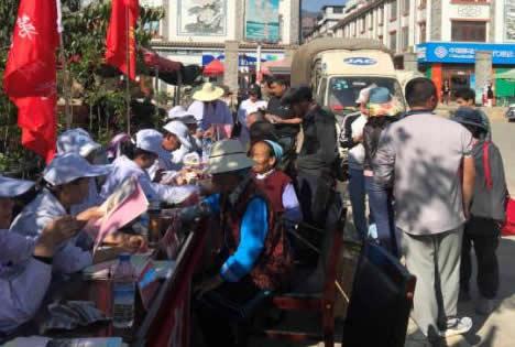 """洱源县中医医院到右所镇开展以""""弘扬中医、服务群众""""为主题的义诊宣传活动"""