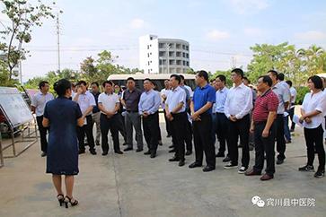 南涧县考察团到宾川县中医院考察健康扶贫工作