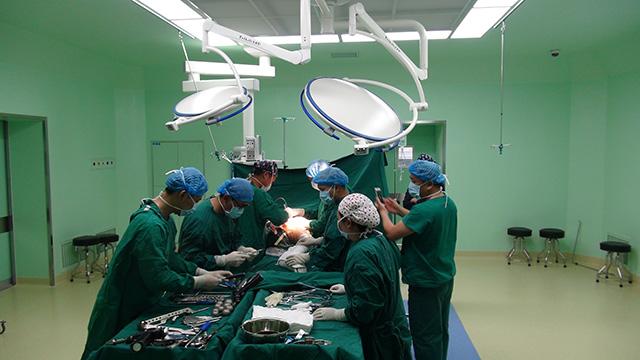广南县中医医院首例百岁老人髋关节置换手术顺利完成