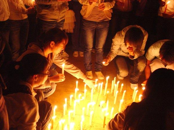 杏林有爱 云中学子举行悼念玉树遇难同胞活动