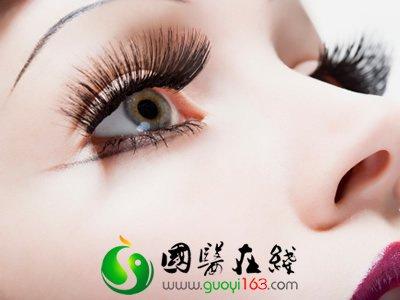 <a href='http://baojian.9939.com/bjp/rqbjp/nv' target='_blank'><font color='blue'>女</font></a>人眼妆化太浓当心眼结石的发生