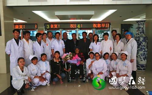 各级中医专家齐心救治 88岁熊奶奶康复出院