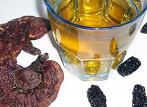 灵芝泡酒:延年益寿 补气健脑