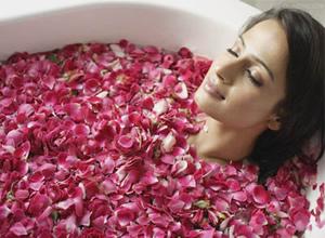 中医药浴:鲜花洗澡 保健护肤又美容