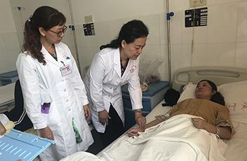宾川县中医院义诊专家临床查房、带教