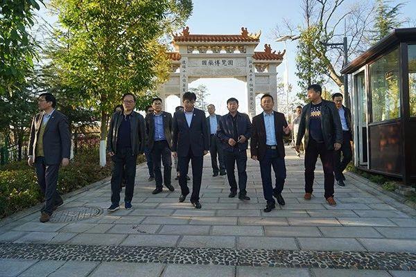 上海中医药大学党委书记曹锡康一行到杏林大观园考察交流